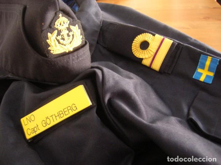 RARO Y MUY ESCASO UNIFORME DE DIARIO O FAENA DE OFICIAL DE LA ARMADA SUECA. CALIDAD DEL MATERIAL. (Militar - Uniformes Extranjeros )