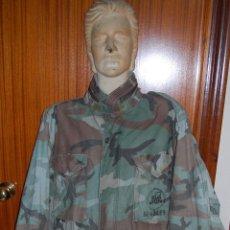 Militaria: USN. US NAVY. CHAQUETON MODELO M-65. SEABEES. ESQUEMA WOODLAND. ORIGINAL. Lote 115424167