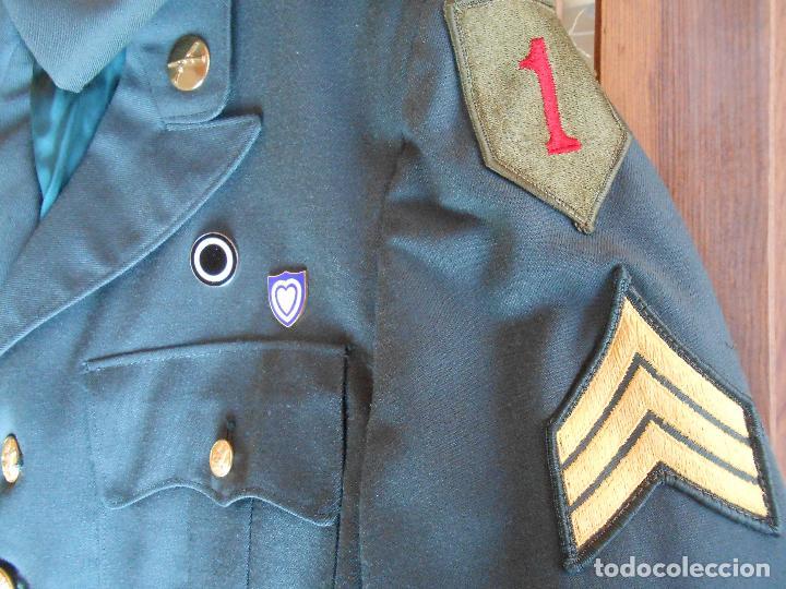 UNIFORME U.S DE GALA EJÉRCITO AMERICANO SARGENTO UNO ROJO ÉPOCA VIETNAM (Militar - Uniformes Extranjeros )