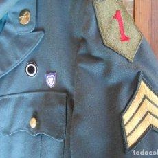 Militaria: UNIFORME U.S DE GALA EJÉRCITO AMERICANO SARGENTO UNO ROJO ÉPOCA VIETNAM. Lote 137783858