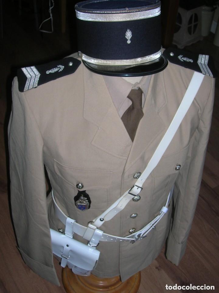 UNIFORME COMPLETO DE GENDARME. AÑOS 70. GENDARMERIA FRANCESA. SAINT TROPEZ. MEHARI. (Militar - Uniformes Extranjeros )