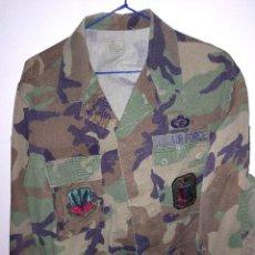 Militaria: GUERRERA DE CAMUFLAJE WOODLAND CON VARIAS INSIGNIAS, EJERCITO DE LOS EE.UU.. Lote 148228738