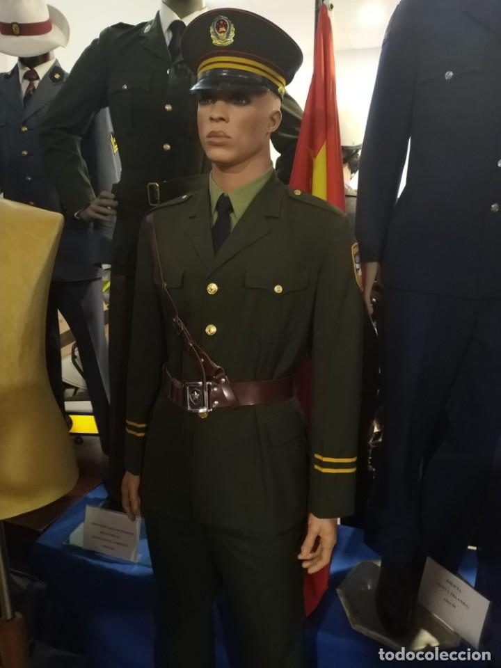 UNIFORME POLICIA NACIONAL CHINA,CAMISA, GUERRERA, HEBILLA PANTALÓN CINTO, PARCHES, GORRA CON PLACA (Militar - Uniformes Extranjeros )