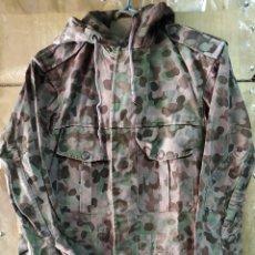 Militaria: PARKA CAMUFLAJE AUSTRIACO 4 BOLSILLOS EXTERIORES 2 INTERIORES 90 CMS DE LARGO USADA. Lote 170263246