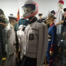 Militaria: UNIFORME DE MOTORISTA DE POLICIA LOCAL NACIONAL HOLANDA+CASCO BMW,PARCHE, EMBLEMA TIPO GUARDIA CIVIL. Lote 171102647