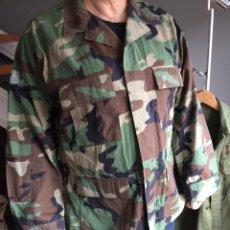 Militaria: CAMISOLA US ARMY. CAMUFLAJE BOSCOSO (WOODLAND). Lote 182751502