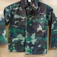 Militaria: UNIFORME Y CHALECO NIÑO CAMUFLAJE BOSCOSO ORIGINAL U.S.A T4-6 NUEVO. Lote 195284241