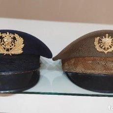 Militaria: 2 GORRAS CUBA EJERCITO Y MARINA MUY RARAS 1960S INSIGNIAS FIDEL CASTRO CHE REVOLUCION. Lote 197923790
