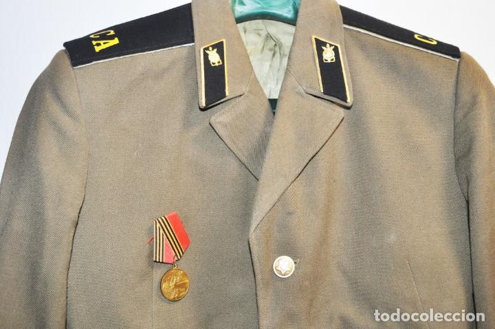 Militaria: Chaqueta militar sovietica con medalla .Soldado raso.URSS - Foto 2 - 210785064