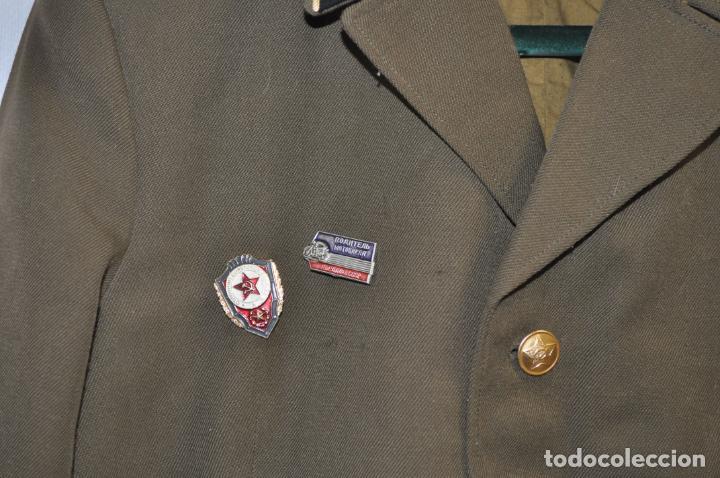 Militaria: Chaqueta militar sovietica con insignias 4.URSS - Foto 2 - 214298197