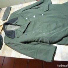 Militaria: ABRIGO,2 GORROS Y PISTOLERA RDA. Lote 236113215