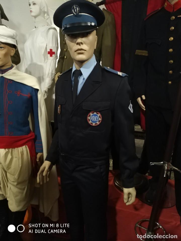 UNIFORME COMPLETO DE POLICIA CRS FRANCES . CON INSIGNIA PLACA PEPITO GORRA Y HOMBRERAS FRANCIA (Militar - Uniformes Internacionales)