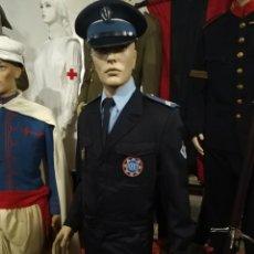 Militaria: UNIFORME COMPLETO DE POLICIA CRS FRANCES . CON INSIGNIA PLACA PEPITO GORRA Y HOMBRERAS FRANCIA. Lote 247811750