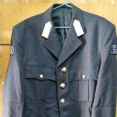Militaria: CHAQUETA DE UNIFORME AZUL RAF BRITÁNICA ESCUADRÓN AÉREO UNIVERSITARIO DE YORKSHIRE. Lote 263706985