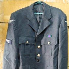Militaria: CHAQUETA DE UNIFORME AZUL RAF BRITÁNICA TELECOMUNICACIONES CON PARCHES. Lote 263710375