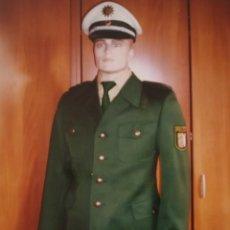 Militaria: ORIGINAL AUTENTICO UNIFORME ALEMAN DE POLICIA. CHAQUETA PANTALON, CAMISA, CORBATA, GORRA. Lote 273961758