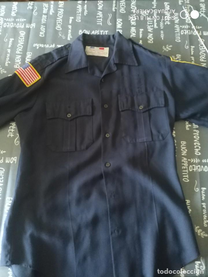 ORIGINAL Y ANTIGUA CAMISA POLICIA EEUU ESTADOS UNIDOS CON DOS PARCHES EMBLEMAS MOTORISTA AMERICANO (Militar - Uniformes Internacionales)