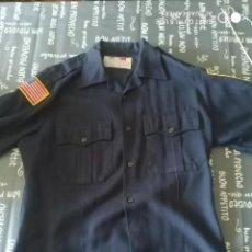 Militaria: ORIGINAL Y ANTIGUA CAMISA POLICIA EEUU ESTADOS UNIDOS CON DOS PARCHES EMBLEMAS MOTORISTA AMERICANO. Lote 274640643