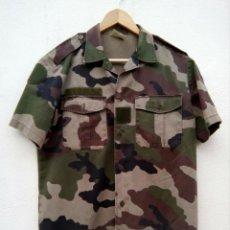 Militaria: CAMISA MILITAR FRANCESA. CAMUFLAJE BOSCOSO. T39/40. AÑO 2002, CON VELCRO PARA PARCHES.. Lote 276582648