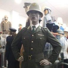 Militaria: UNIFORME CORONEL POLICIA SUDAFRICA CASCO CON PLACA INSIGNIA , GUERRERA PANTALON, INSIGNIAS PASADOR. Lote 170029528