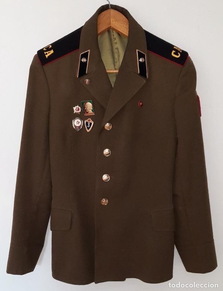 ANTIGUA CHAQUETA MILITAR DE OFICIAL RUSA, SOVIETICA, URSS, CCCP, CON INSIGNIAS - AÑOS 80 (Militar - Uniformes Internacionales)