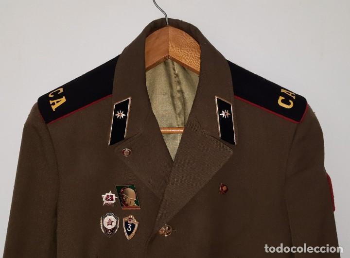 Militaria: ANTIGUA CHAQUETA MILITAR DE OFICIAL RUSA, SOVIETICA, URSS, CCCP, CON INSIGNIAS - AÑOS 80 - Foto 3 - 286526708