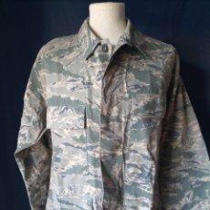 Militaria: GUERRERA USAF TIGER STRIPE DIGITAL ABU 42 SHORT. Lote 294933278