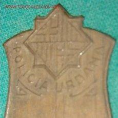 Militaria: CHAPA DE GORRA DE LA POLICÍA URBANA, BARCELONA. Lote 19410027