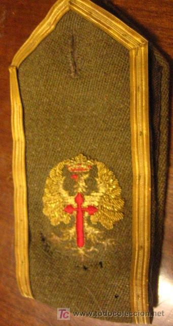 UNA HOMBRERA BORDADA (Militar - Otros relacionados con uniformes )