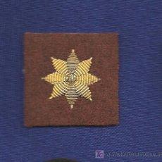 Militaria: CUATRO ESTRELLAS DE 8 P. BORDADA A MANO HILO ORO S/FONDO MARRÓN. Lote 116330623