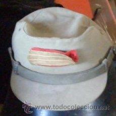 Militaria: GORRA VISERA CORTA CAQUI AÑOS 60. Lote 11888950