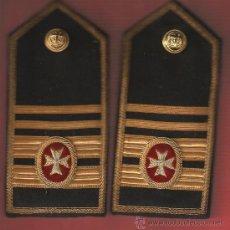 Militaria: JUEGO DE HOMBRERAS 1ER.OFC. C/TITULO MNA.MTE.MÉDICO ANTIGUAS. Lote 27146494