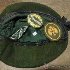 Militaria: BOINA VERDE, TALLA 57, PARCHES SUELTOS. Lote 23262892