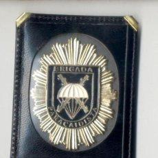 Militaria: CARTERA BILLETERA CON PLACA METAL DE BRIGADA PARACAIDISTA, BRIPAC. Lote 26526971