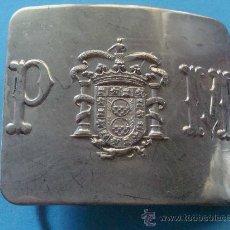 Militaria: HEBILLA PLATEADA DE LA POLICÍA MUNICIPAL DE MELILLA. ANTIGUA. MARCAJE CERECEDA. . Lote 28219154