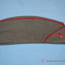 Militaria: GORRA MILITAR CON INSIGNIA. Lote 31864163