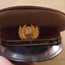 Militaria: GORRA DE PLATO DE OFICIAL. REPÚBLICA SOCIALISTA DE RUMANÍA. EPOCA COMUNISTA (1966). Lote 32690114