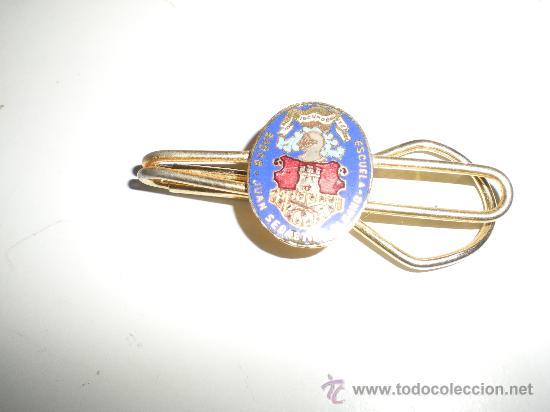 ANTIGUO PISACORBATAS DEL BUQUE INSIGNIA JUAN SEBASTIAN EL CANO (Militar - Otros relacionados con uniformes )