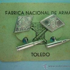Militaria: GEMELOS MILITARES ÉPOCA FRANCO. Lote 38519436