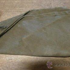 Militaria: CAPUCHA PARA 3/4, AÑOS 50, CON TRATAMIENTO ANTILLUVIA.. Lote 39194651