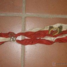 Militaria: ANTIGUA BANDA DE UNIFORME MILITAR, A IDENTIFICAR, CON EMBLEMA BORDADO. Lote 39613050