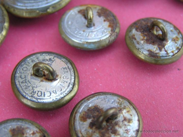 Militaria: Botones EJÉRCITO DEL AIRE ( lote de 10 ) . Antiguos .Del Reglamento de Uniformidad de 1946 y usados - Foto 3 - 39699315