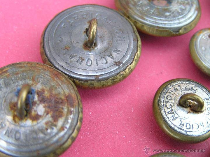 Militaria: Botones EJÉRCITO DEL AIRE ( lote de 10 ) . Antiguos .Del Reglamento de Uniformidad de 1946 y usados - Foto 4 - 39699315