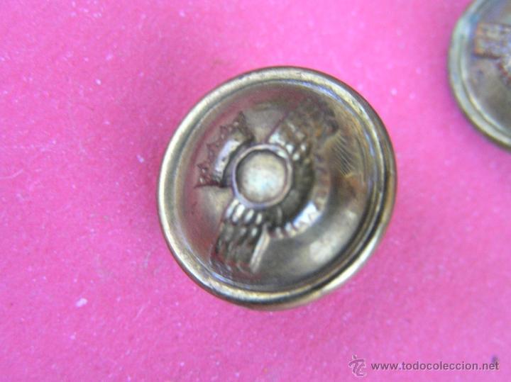 Militaria: Botones EJÉRCITO DEL AIRE ( lote de 10 ) . Antiguos .Del Reglamento de Uniformidad de 1946 y usados - Foto 8 - 39699315