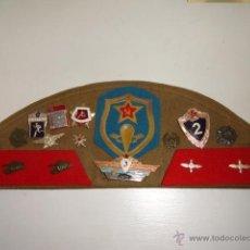 Militaria: GORRA,GORRO MILITAR CON INSIGNIAS Y PARCHES RUSO URSS,RUSIA,RUSA. Lote 39925413