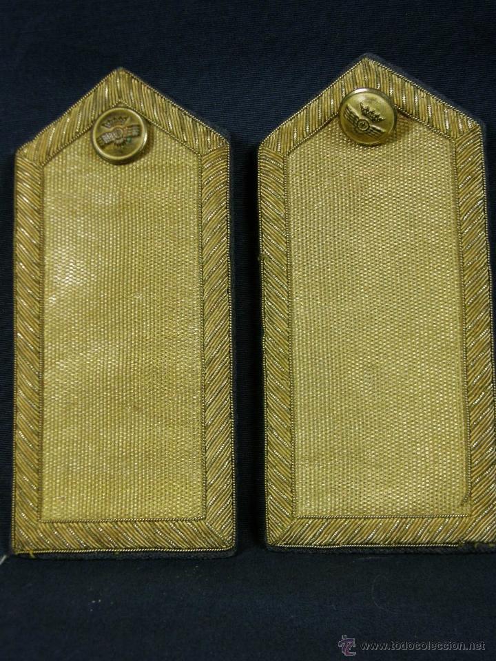 HOMBRERAS DE OFICIAL DE AVIACIÓN DORADAS HILO DE ORO BOTÓN CON ROKISKI MILITAR AVIACION (Militar - Otros relacionados con uniformes )