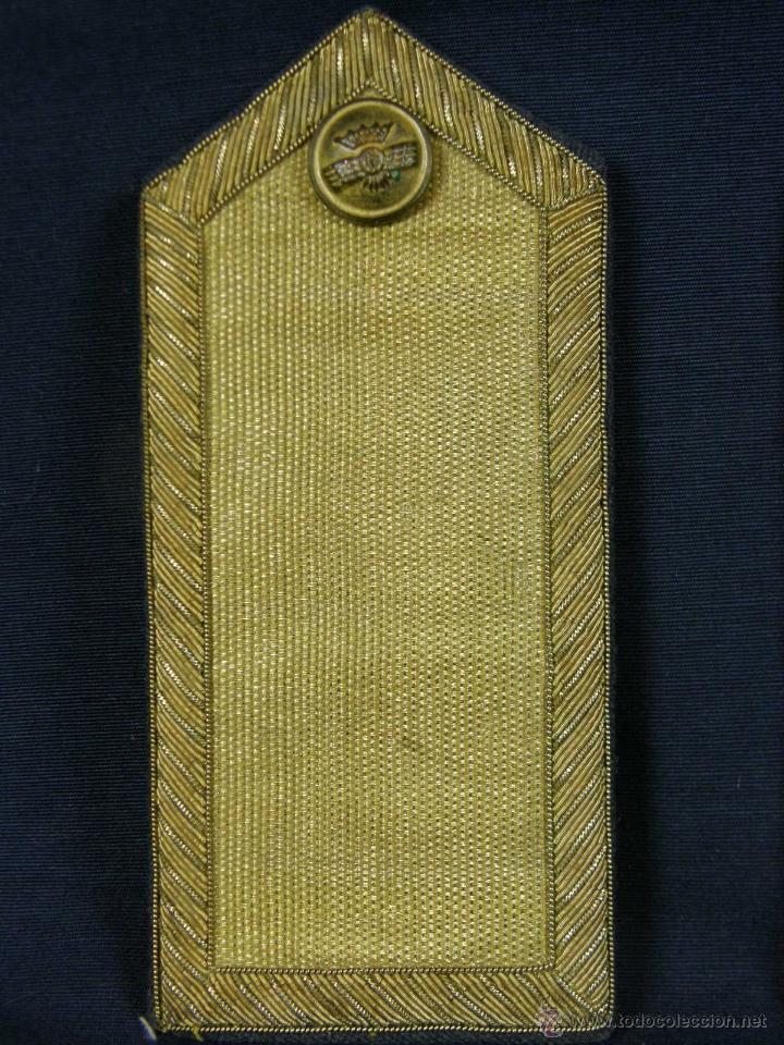 Militaria: hombreras de oficial de aviación doradas hilo de oro botón con rokiski militar aviacion - Foto 2 - 40115505