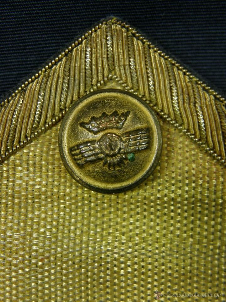 Militaria: hombreras de oficial de aviación doradas hilo de oro botón con rokiski militar aviacion - Foto 3 - 40115505