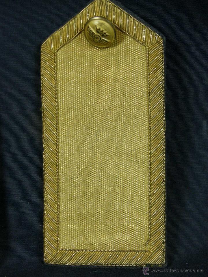 Militaria: hombreras de oficial de aviación doradas hilo de oro botón con rokiski militar aviacion - Foto 4 - 40115505
