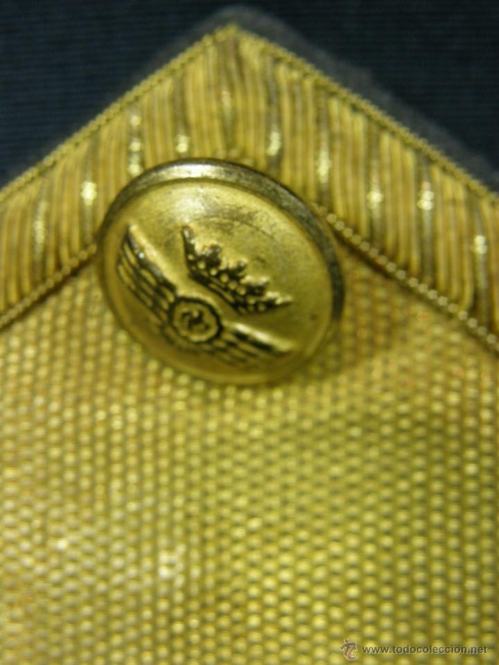 Militaria: hombreras de oficial de aviación doradas hilo de oro botón con rokiski militar aviacion - Foto 5 - 40115505